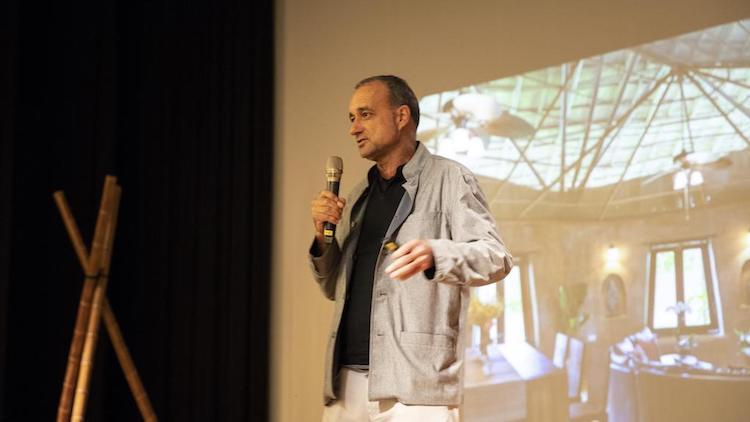 即便是國際知名的綠建築師,CLC 事務所創辦人 Markus Roselieb 還是得面對人們對建材的偏見。(攝影/林素玉)